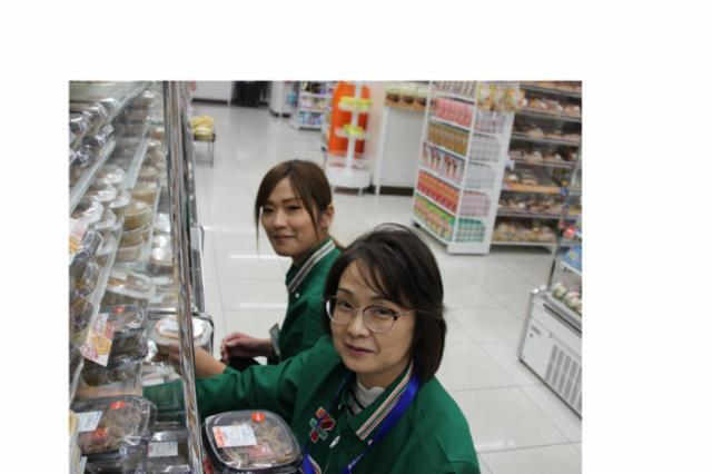 セブン-イレブン ハートイン ヴィアイン新大阪WEST店の画像・写真