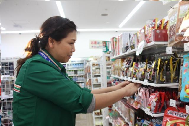 セブン-イレブン ハートイン JR三田駅南口店の画像・写真