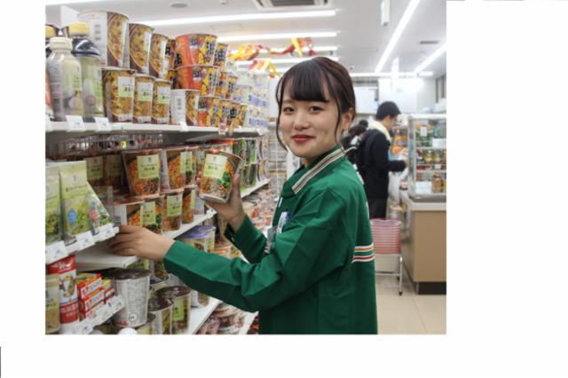 セブン-イレブン ハートイン JR新大阪駅東改札内店の画像・写真