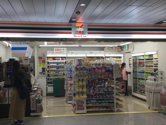 セブン-イレブン ハートイン JR新大阪駅2階西店の画像・写真