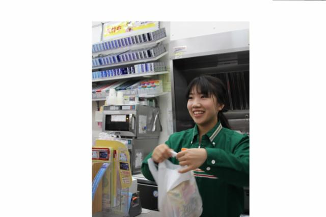 セブン-イレブン ハートイン プリコ西明石店の画像・写真